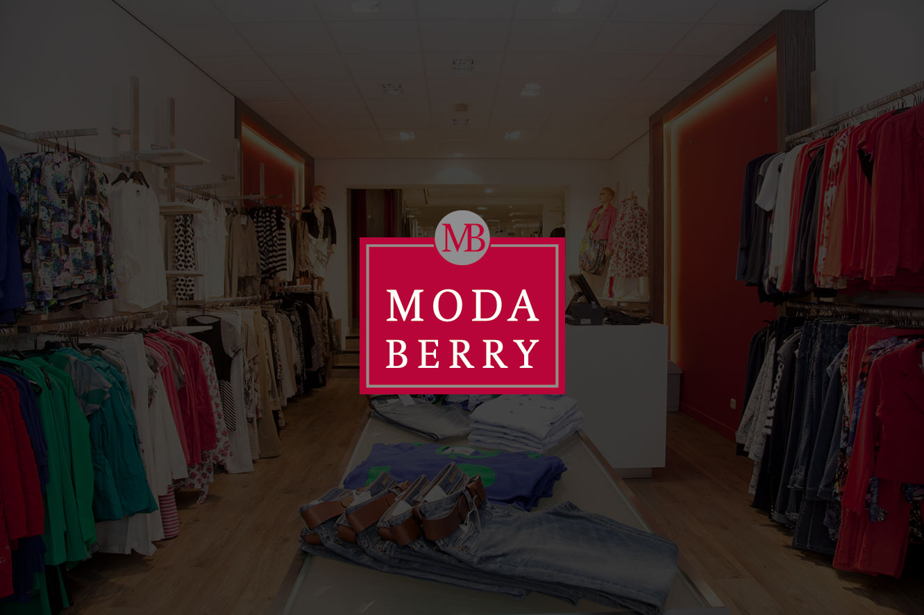 Moda Berry Woman